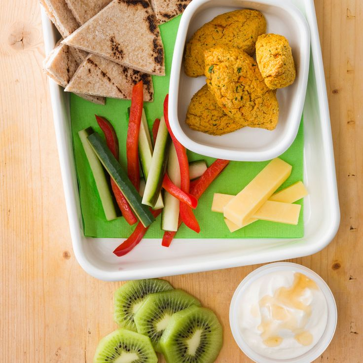 How to pack the perfect lunchbox for your kids - Easy Falafels + Snacks #Easy #Falafel #Snack #Lunch #Lunchobx #LunchboxIdeas #KidsLunch #FreshFoodKids