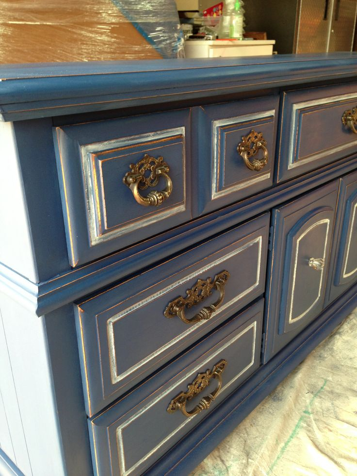 Love Annie Sloan's napoleonic blue with a touch of old white on this nautical redo!