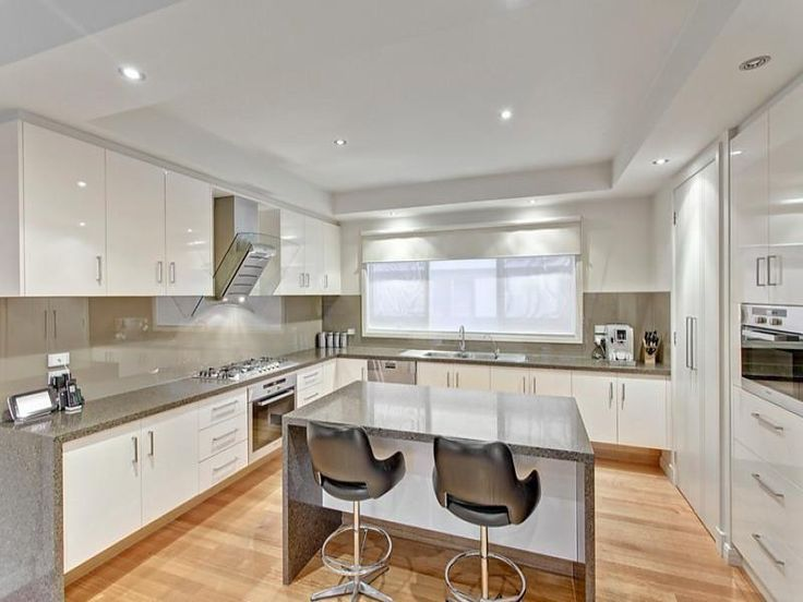 Modern open plan kitchen design using floorboards - Kitchen Photo 8261177