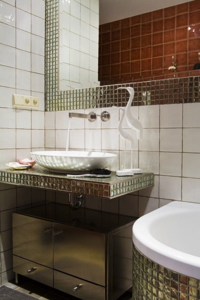 Emerald bathroom with handmade glazed tiles accesorized with a glass Ibis.