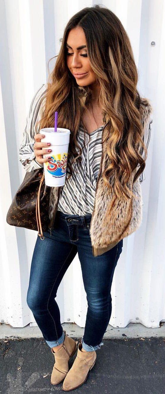 #winter #outfits  beige zip-up jacket