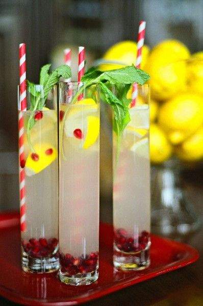 Christmas lemonade. Remember this pin for Christmas parties! What a pretty way
