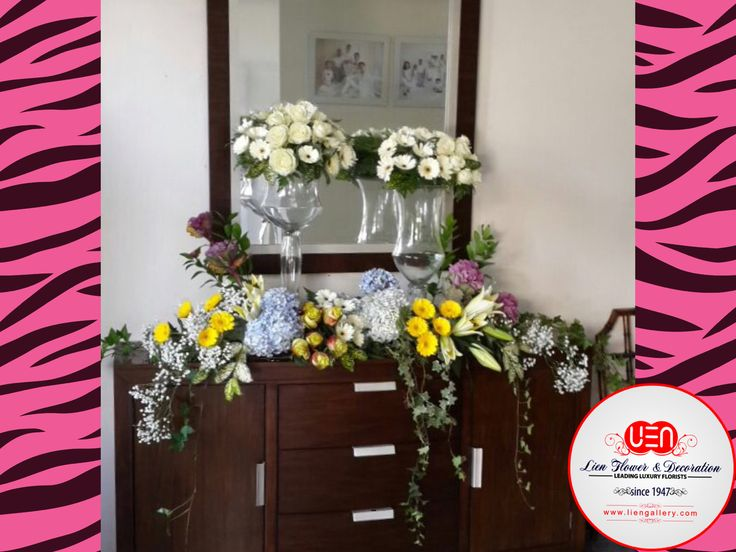 Chic console - fresh flower arrangements by www.liengallery.com ________________  Rangkaian bunga segar di meja konsol. www.liengallery.com  #freshflowers #tokobunga #liengallery #hydrangea #gerbera #whiteroses #roses #lily #tiger_lily #babies_breaths #ivy #surabaya_florist #LienFlowerDecoration #tokobunga #tokobunga_surabaya #delivery_florist_indonesia #florist #fleurs #flower_arrangement #florist_banjarmasin #bunga_meja #bungameja #bouquet #liengallery #bunga_meja #bungasegar…