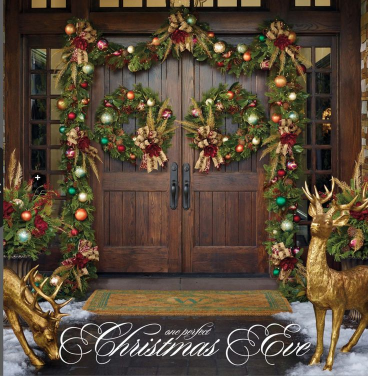 Elegant And Neutral Christmas Foyer: Love The Mix Of Rustic & Glam On This Entrance