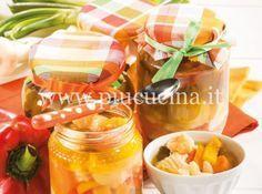 la-giardiniera Ingredienti 3 Kg di verdure miste pulite e mondate tra: scalogni, peperoni fagiolini, carote cipolline borrettane sedano, cavolfiore 100 g di sale 50 g di zucchero 1 l di aceto di vino bianco 300 g di olio