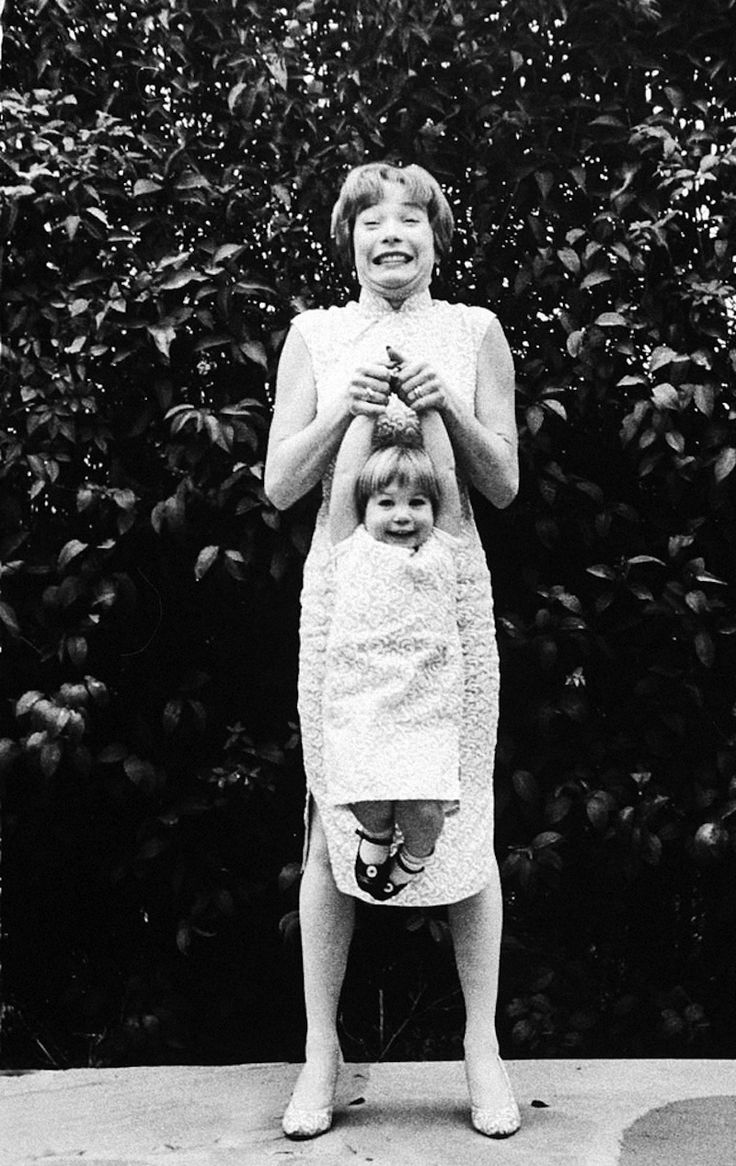 Shirley MacLaine playing with her daughter Sachi Parker