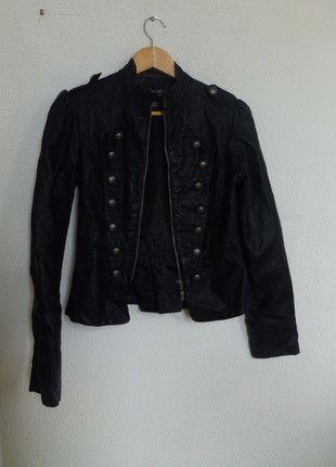 A vendre sur #vintedfrance ! http://www.vinted.fr/mode-femmes/vestes-en-cuir/17622564-perfecto-simili-cuir-noir