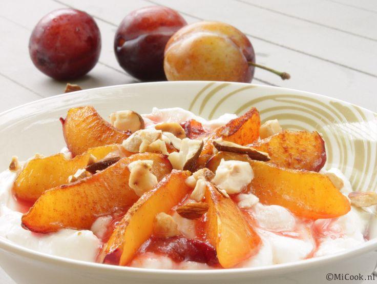 Pruimen uit de oven met Griekse yoghurt & noten