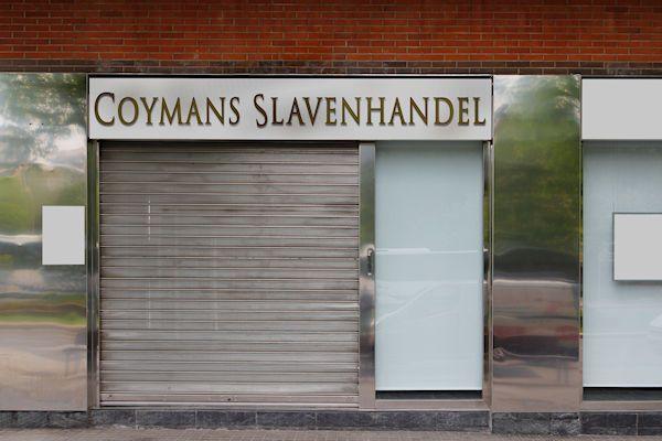 De rechtbank van Amsterdam heeft vanmorgen het faillissement uitgesproken van Coymans Slavenhandel B.V. Het bedrijf was de laatste nog actieve slavenhandel van Nederland. Met het faillissement komt definitief een einde aan het beruchte familiebedrijf. De firma Croymans werd opgericht in 1685 en transporteerde in de beginjaren voornamelijk slaven naar Curaçao. Later richtte het bedrijf zich ook andere delen van de [...]