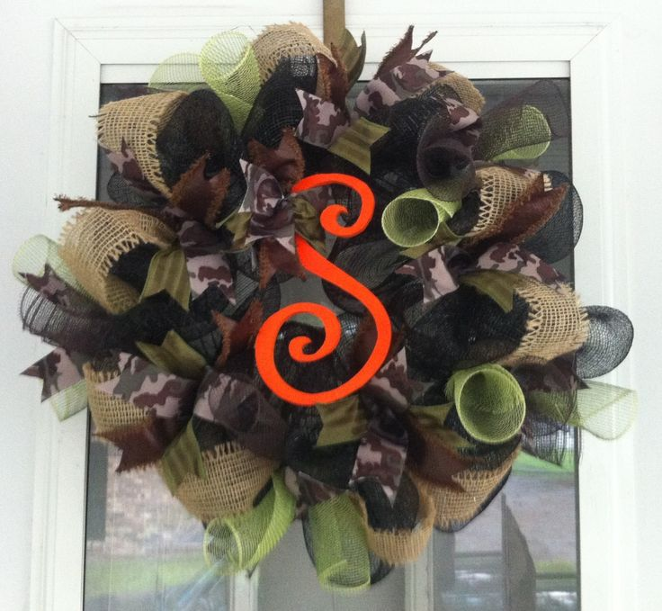 Camo wreath, can be done in pink as well