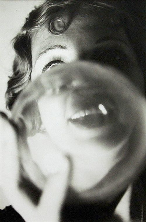 Jean Moral Young woman with bubble. 1927