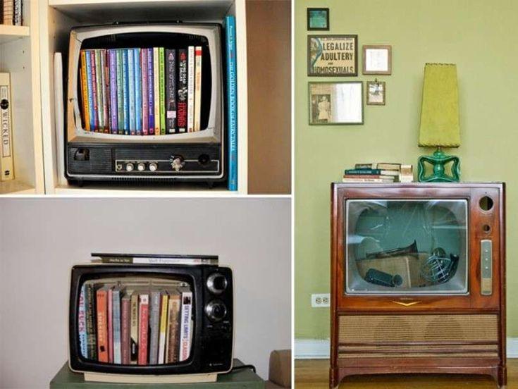 Librerie con materiale di recupero - Televisione libreria