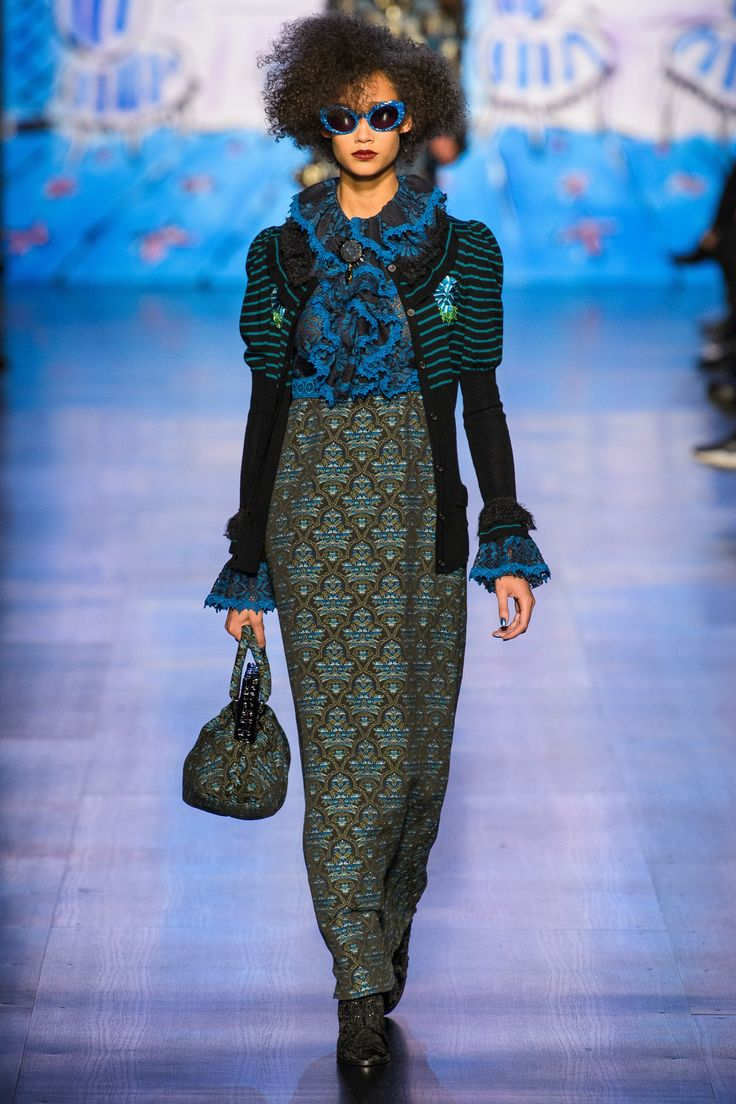 See the complete Anna Sui Fall 2017 Ready-to-Wear collection. // Runway trends inspiring handbag and fashion accessory design #VergeCreativeGroup @VergeCreative