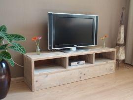John  Televisie kast, strak en functioneel met drie vakken en dichte onderkant lxhxd150x40x40cm. Zowel de indeling als de afmetingen kunnen worden aangepast, zodat deze perfect in uw kamer past.