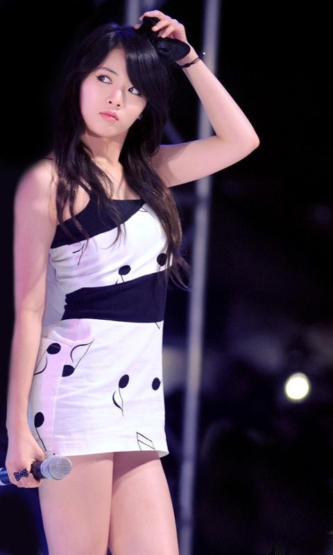 Hyun-A in white
