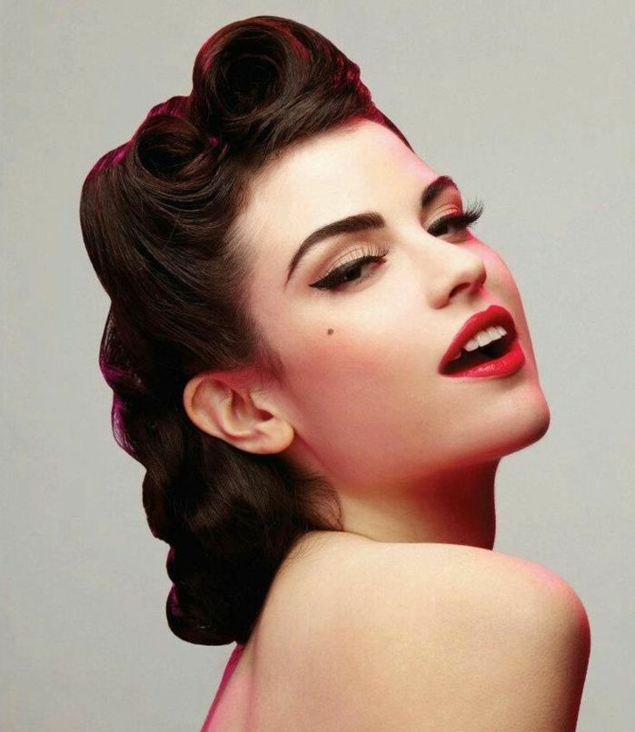 Les 25 meilleures id es de la cat gorie maquillage rockabilly sur pinterest rouge l vres - Femme pin up ...