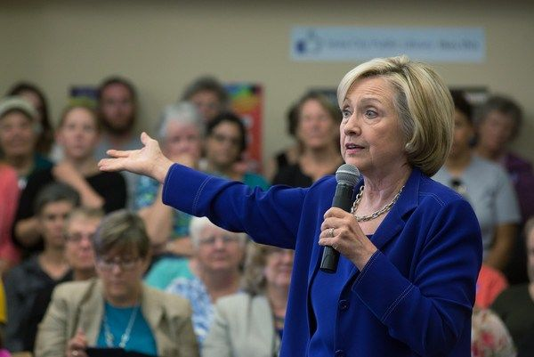 Hillary Clinton arremete contra Asociación del Rifle de EEUU tras matanza en Oregón