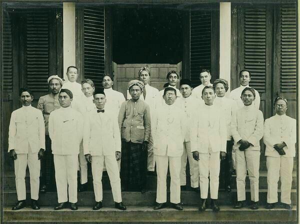 Voorzitter en leden van de regentschapsraad van Meester Cornelis. 1926-1929
