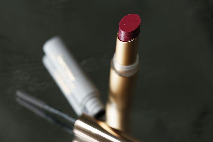 catrice victorian poetry, catrice victorian poetry matt powder liner, catrice victorian poetry satin matt lip colour, fashion blogger, fashion is a party, beautyblogger, catrice victorian poetry review, oogschaduw, lipstick, grijze eyeliner, donkerrode lipstick, kruidvat, roségouden verpakking, beauty, make-up, victoriaans http://www.fashionisaparty.com/2016/12/catrice-victorian-poetry.html/