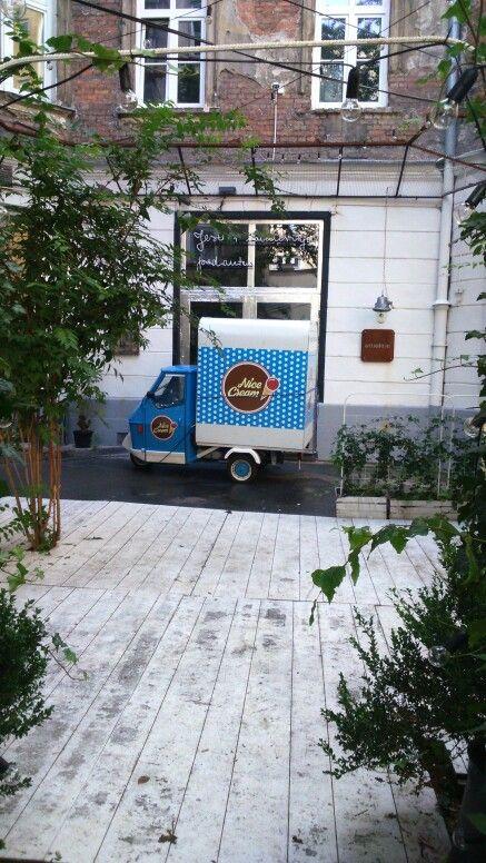 At Risk Made In Warsaw. Piaggio Ape50 gelati