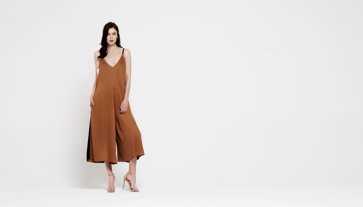 Bea Camel Jumpsuit by Fashion Brand Altewaisome. Shop Camel Wide Leg jumpsuit and V-neck Jumpsuit with cropped ankle length. Shop jumpsuits at Byond Online.