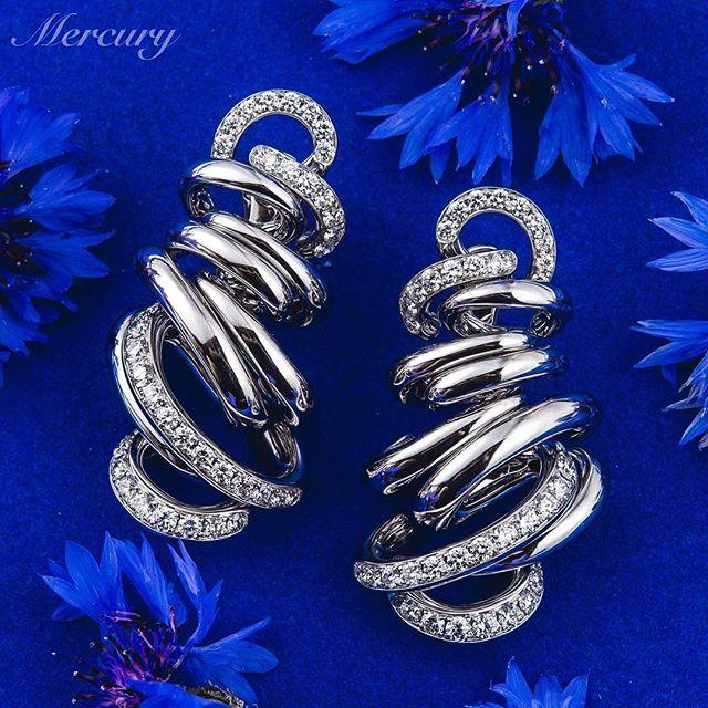 Серьги #deGrisogono #Vortice из белого золота с бриллиантами.#VorticeEarrings #beautiful #luxury #luxuryjewelry #love #украшения #драгоценности #бриллианты #роскошь #подарок #подарокдевушке #mercury #mercuryjewelry
