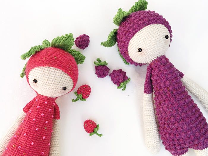 "Kostenlose Häkelanleitung: Erna und Bert Häkeltiere als Brombeere und Erdbeere häkeln / free crochet diy: how to crochet cute ""Erna and Bert"" as blackberry and strawberry via DaWanda.com"