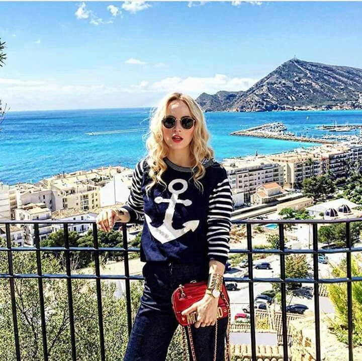 Pronti,partenza,via! Il maglione di cotone di stefanel con l àncora a contrasto è il capo perfetto da portarsi in vacanza  La blogger Alina del blog fabmuse lo indossa per un weekend al mare. #stefanel #stefanelvigevano #vigevano #lomellina #piazzaducale #springsummer2016 #shopping #shop #moda #foto