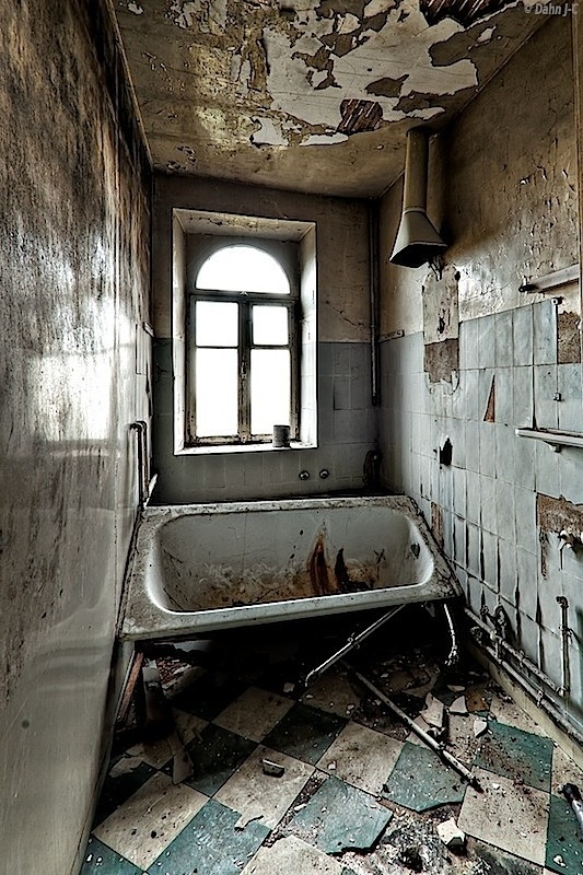 17 Best images about Abandoned Bathroom/Toilets on ...