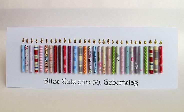 """Sie erhalten eine große Geburtstagskarte mit 30 handgerollten Papier-Kerzen darauf. Die Karte ist 30 x 10,5 cm groß. Jede Papier-Kerze ist ca. 4,5 cm groß. Die """"Flammen"""" sind mit Glitzerkleber..."""