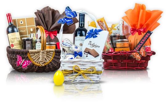 #Cosurile #cadou Giftit.ro iti ofera colectii de produse atent selectionate constand in vinuri provenite din cele mai renumite crame, spirtoase rafinate, sortimente irezistibile de cafea acompaniate de produse fine de patiserie si specialitati delicioase de ciocolata.  Satisface-ti pofta de a darui, oferind cadouri aparte, atent ambalate in cosuri de cea mai buna calitate prezentate in designuri exceptionale pentru ca fiecare cadou sa asigure o experienta unica.   #cosurigourmet