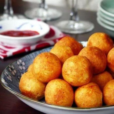 Bolinhas de queijo crocantes