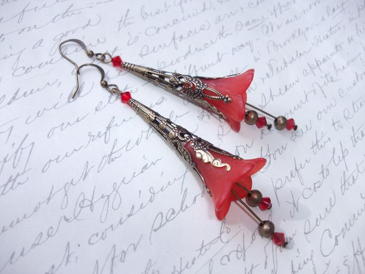Red bell flower antique brass earrings de la boutique BijouxdeBrigitte sur Etsy