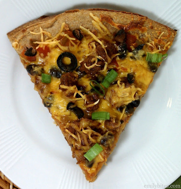 Mexican Pizza - 206 calories or 5 Weight Watchers Points+ per slice: Watchers Friends, Fun Recipes, Holy Mexicans, Friends Recipes, Pizza Yum, Weights Watchers Recipes, Emily Bites, Mexicans Pizza, Mexican Pizza