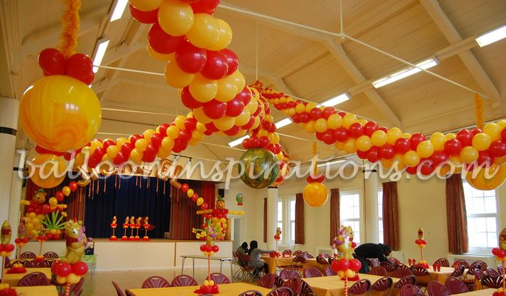 88 best winnie pooh baby shower images on pinterest for Balloon decoration london