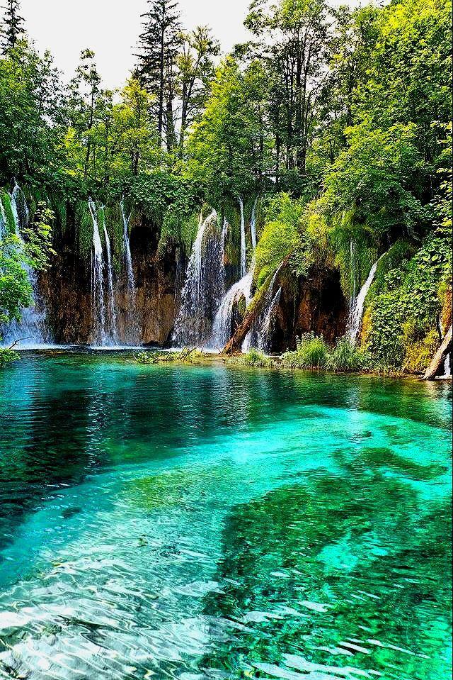 Kravicas Wasserfälle sind in der Nähe der Kroatisch Bosnischen Grenze – #Bosni…