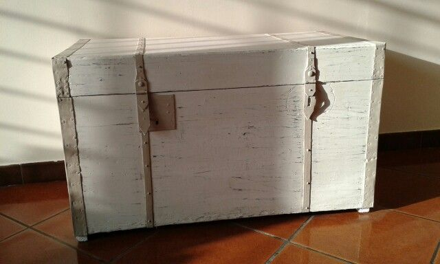 Antico baule dipinto con old white e country grey ♥ #chalkpaintanniesloan