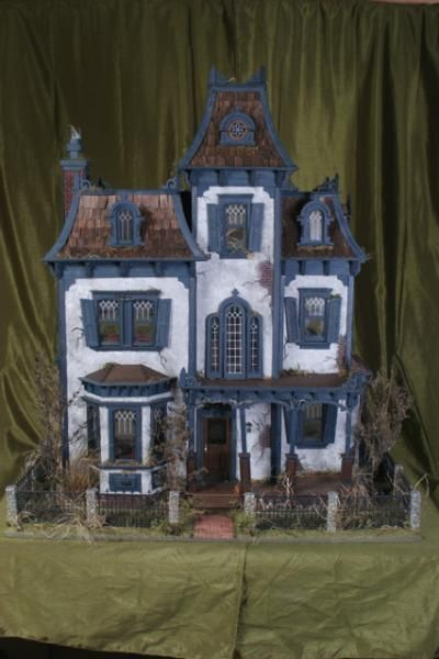Thornhill Manor - A Haunted Beacon Hill Dollhouse - 1.jpg - The Thornhill Manor - Gallery - The Greenleaf Miniature Community