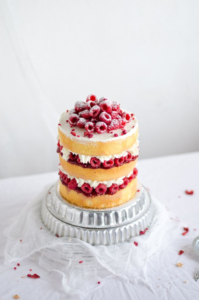 Receita de bolo de amêndoa, mascarpone e framboesa –uma delícia para festas e casamentos