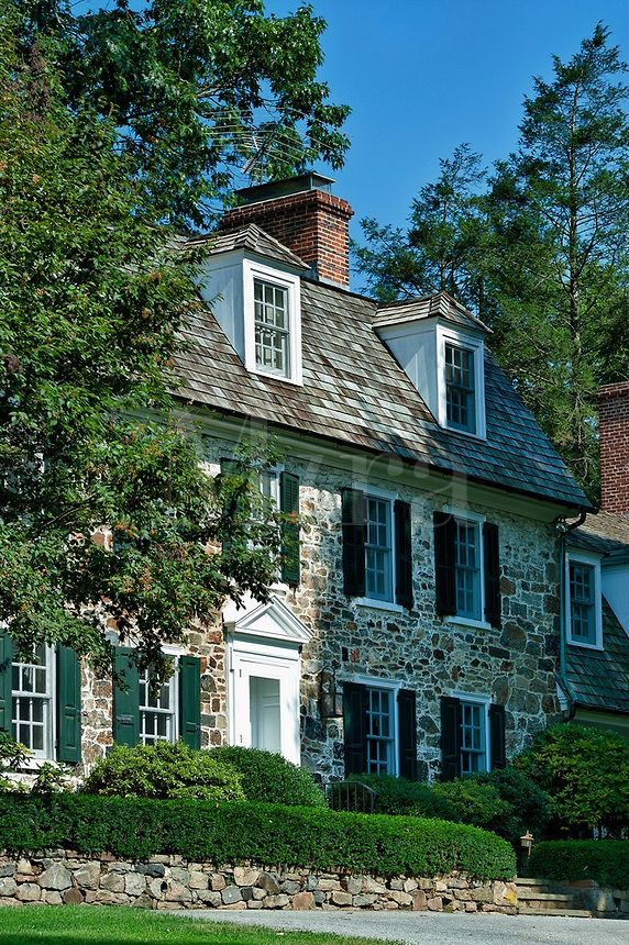 Traditional colonial field stone house ... love!