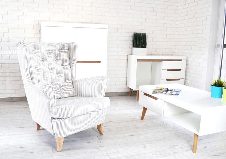 Pikowany fotel w pasy SKAND Wyjątkowa tkanina – bardzo miękka i odporna na ścieranie, delikatna plecionka przeplatana w pasy Oparcie pikowane z guzikiem – mogą być także guziki brylanty bez dopłaty  Fotele możemy wykonać w całkowicie innych tkaninach Fotel standardowych wymiarów – jak poniżej Nóżki jasny buk , calvados lub ciemne wenge Wygodne oparcie …