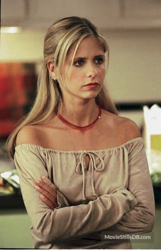 Buffy the Vampire Slayer - Publicity still of Sarah Michelle Gellar