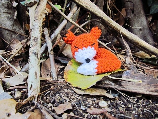 Little Things Blogged: Amigurumi Sleepy Fox http://www.littlethingsblogged.com/2013/11/amigurumi-sleepy-fox_27.html