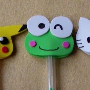Una manualidad muy sencilla y fácil de vender, decora tus bolígrafos con estos originales personajes de goma eva.