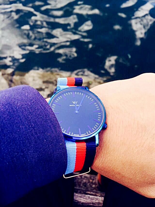 The fashion welly merck watch is integrated into the sea and blue sky. #scene #watches #fashion