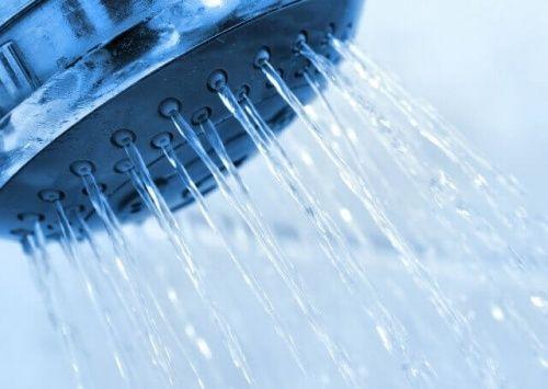 11 geweldige voordelen van een koude douche