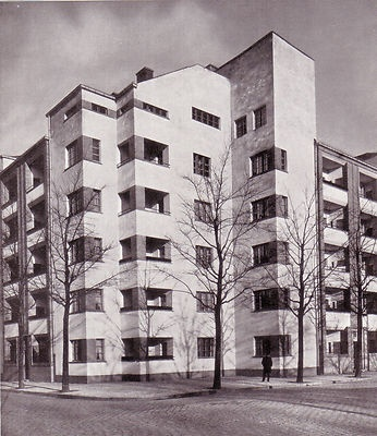 Apartment block in Berlin's Leinestraße by architect Bruno Taut, 1926