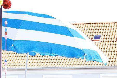 Sonnenschirm fürs Balkon-Geländer
