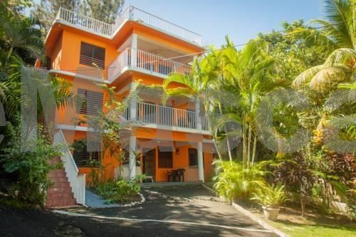 Casa Bianca Rincon Casa Bianca is located in central Rincon in the Puntas neighborhood. It offers its guests free Wi-Fi access and parking on site.