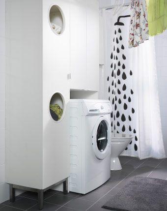 LILLÅNGEN Wäscheschrank und LILLÅNGEN Waschmaschinenschrank in Weiß um RENLIG FWM6 Waschmaschine in Weiß herum